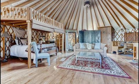 Delightful 1 bedroom yurt on a 38 acre animal sanctuary ranch.