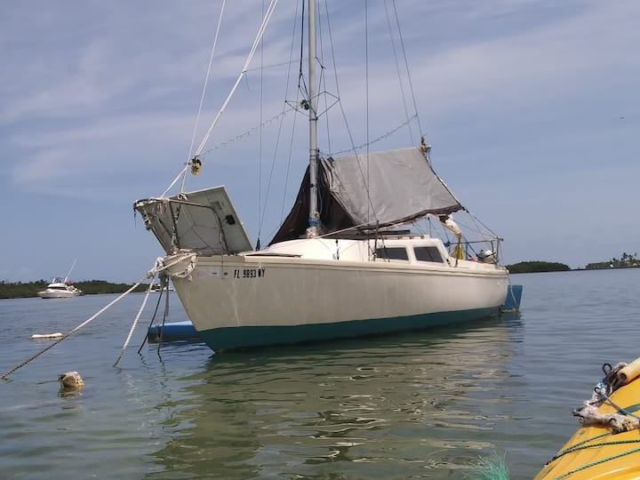 Cozy 22-Foot Eco-Sailboat w/Kayak(s) Key West