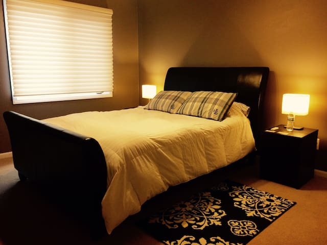 Cozy Peaceful private Bedroom/Bath - Farmington Hills - Huis