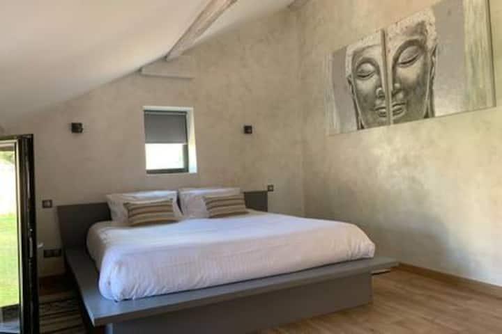 Suite, Chateau Lioux