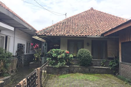 Cheap private room, central Bandung - House