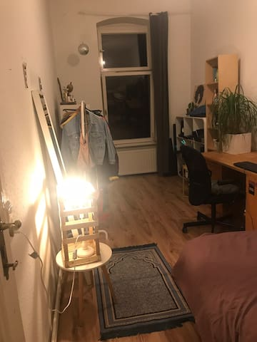 Cozy big room close to Central Berlin