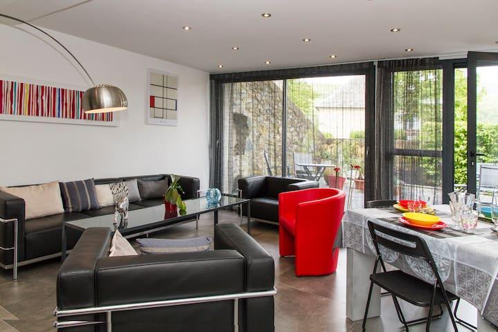 La Julierre, newly renovated, modern home...