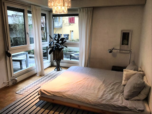 HAVE A JUNIOR SWEET ROOM IN THE MIDDLE OF THEGREEN - Zürich - Leilighet