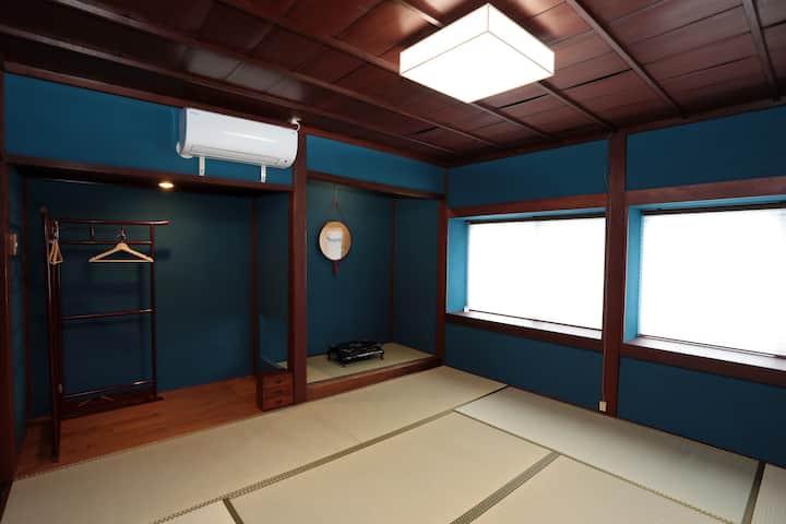 鶴来 日詰町 お宿  たけだ【藍】築100年越え、元理容店が生まれ変わりました/金劔宮より徒歩3分