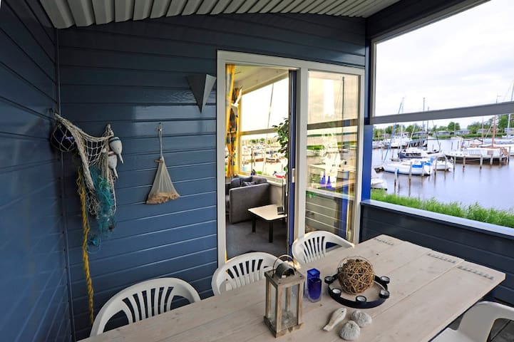 6pers. Ferienhaus mit Balkon direkt am Lauwersmeer - Anjum - Talo