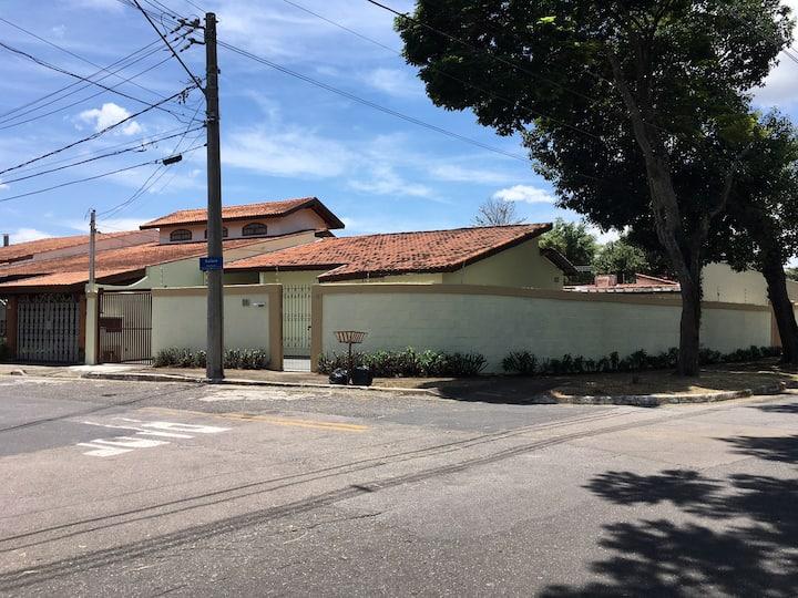 Casa & Piscina -Seu Home-Office a 80km de S. Paulo