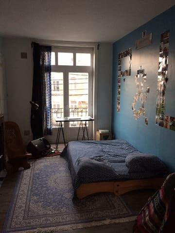 Charmant appartement pour couples ou/& solitaires