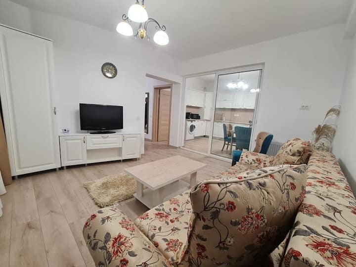 Inchiriez apartament regim hotelier
