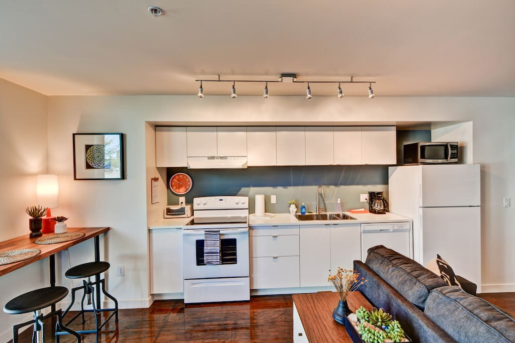 Fully equipped kitchen with oven, stove, refrigerator, toaster oven, dishwasher and coffee maker
