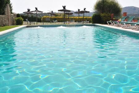 Andalusia cortijo & pool, sleeps 26 - Las Lagunillas