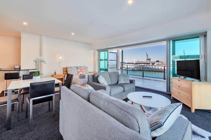 Stunning Expansive Balcony | Watch NYE Fireworks!