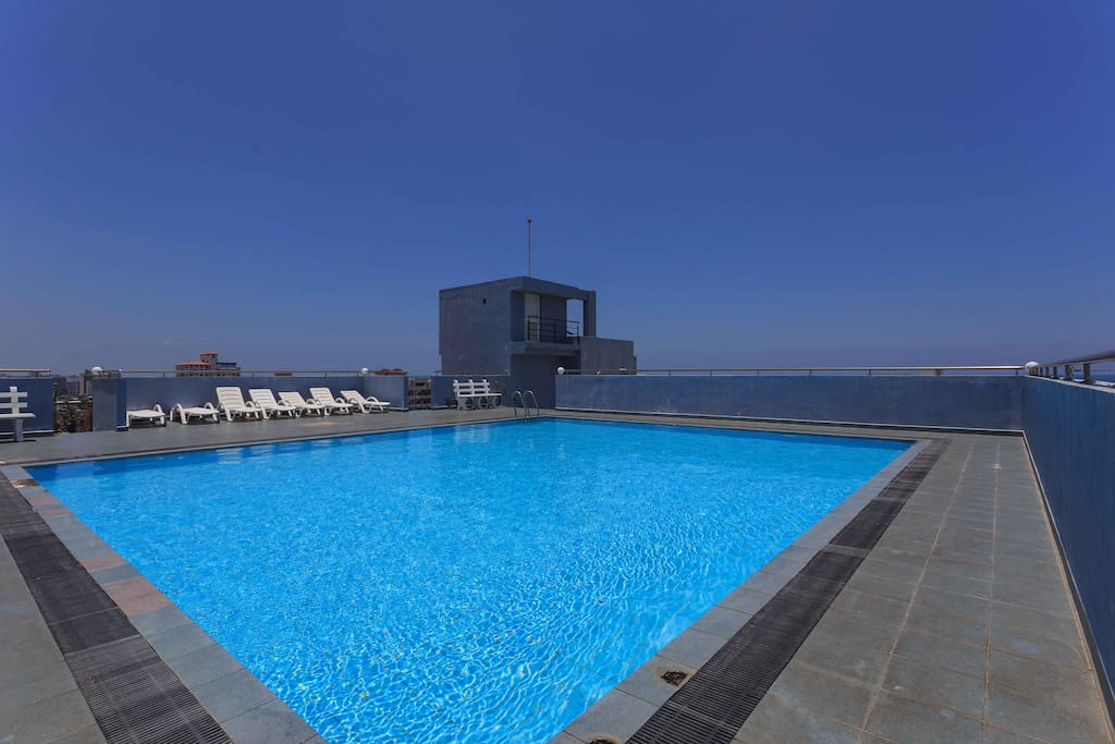 The swimming pool at the rooftop