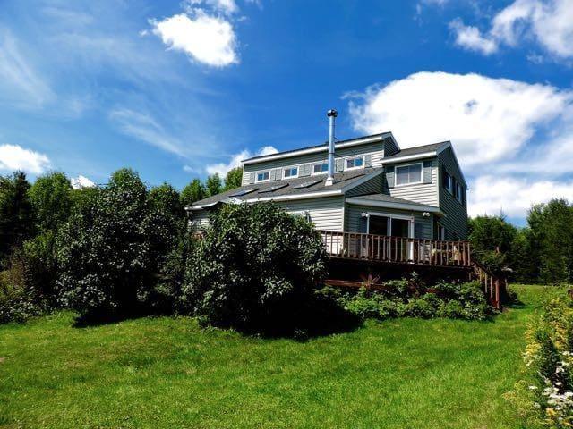 CATSKILL MTN. VIEWS MODERN HOUSE W FIREPLACE DECK - Margaretville - Rumah