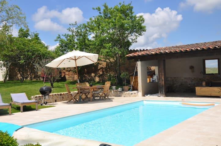 Maison de campagne 15kms de Lyon / Ouest lyonnais - Dommartin - บ้าน