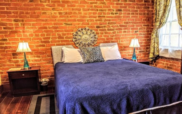 Room Royale, NOLA Bed & Breakfast
