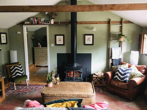 Rustic Cabin Retreat with views nr. Jurassic Coast
