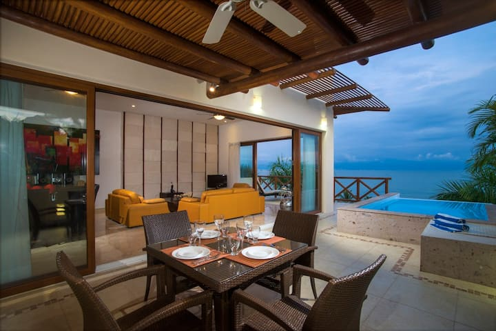Punta Esmeralda, casa preciosa frente al mar.