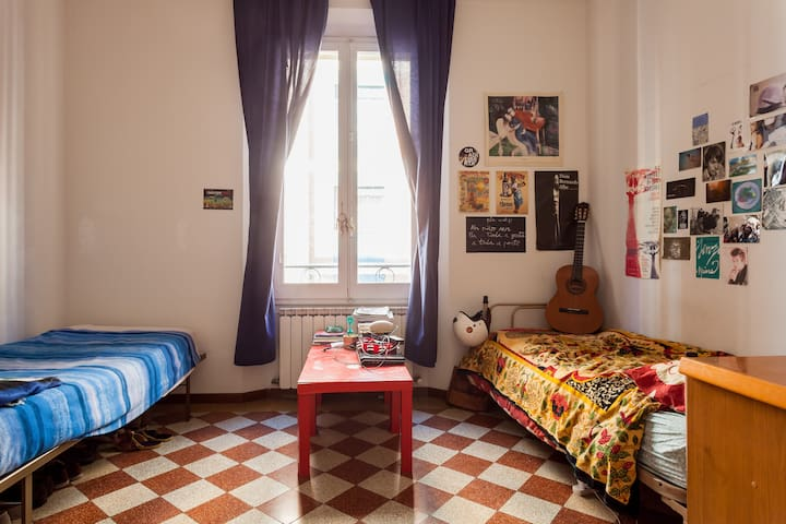 Cozy room in typical building - Bologna - Rumah