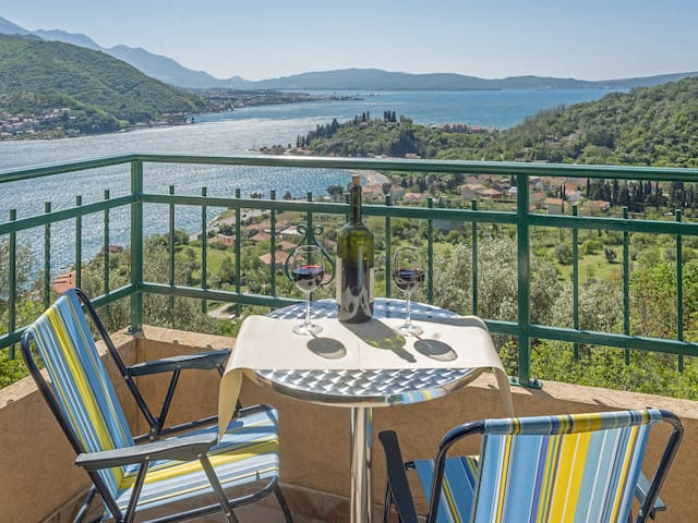 Perfect 2BDR SEA VIEW Holiday Home 'Sunny Hill'