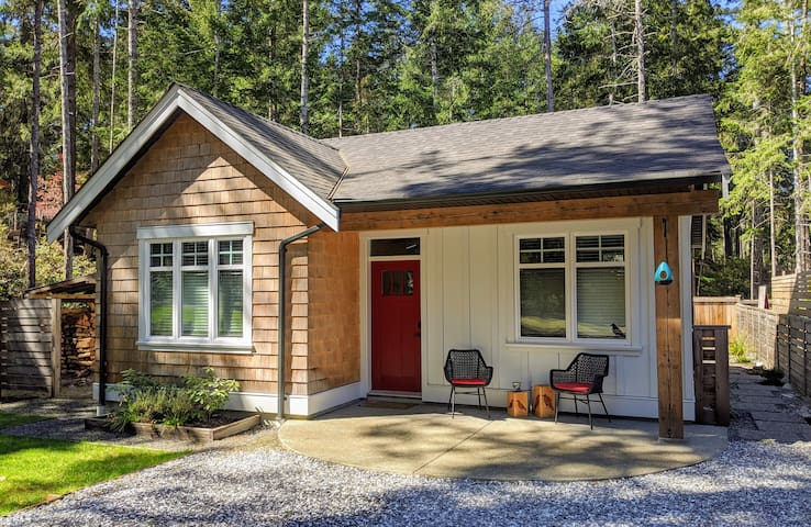 Blackbird Cottage Comox