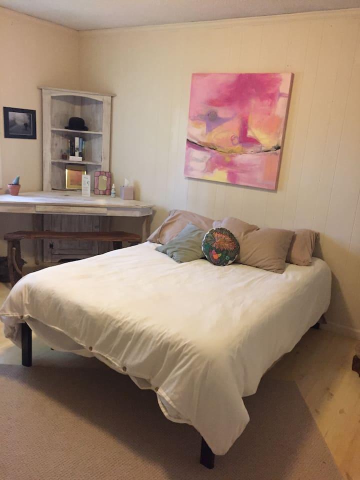 Magical/Serene Room (close to App Ski Mtn)