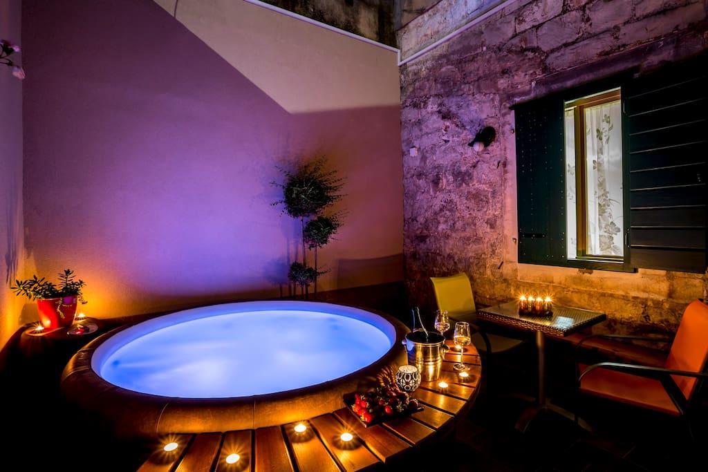 Villa palace 4 rooms 3 bath jacuzzi appartements louer for Chambre jacuzzi 13