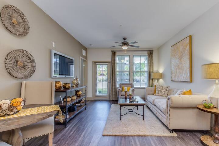 Apt living at its finest | 1BR in Jacksonville