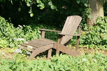 Ausspannen in idyllischer Atmosphäre am Wäldchen!