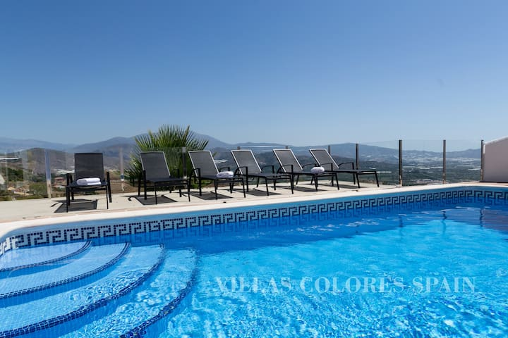 Villa with heated pool and amazing views