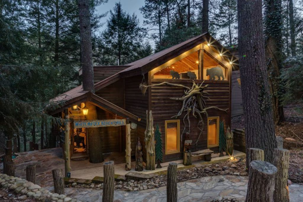 Whitewater lodge pet friendly cabins for rent in for Large cabin rentals north georgia