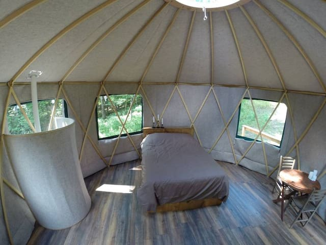 Forest Yurt 1 hour from Toronto