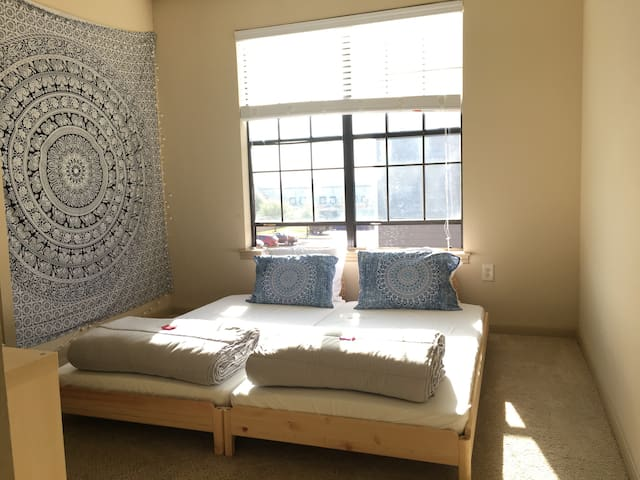 Bright & Clean room for two in North Austin!