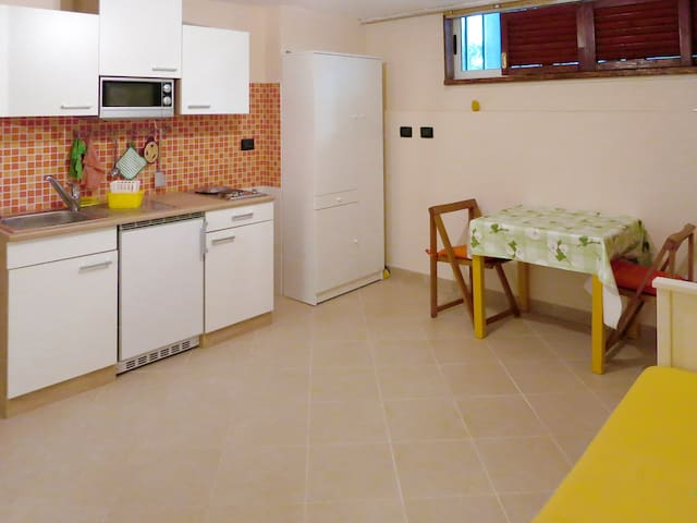 Studio in the pine forest 50 m from sea - Marina di Grosseto - Leilighet