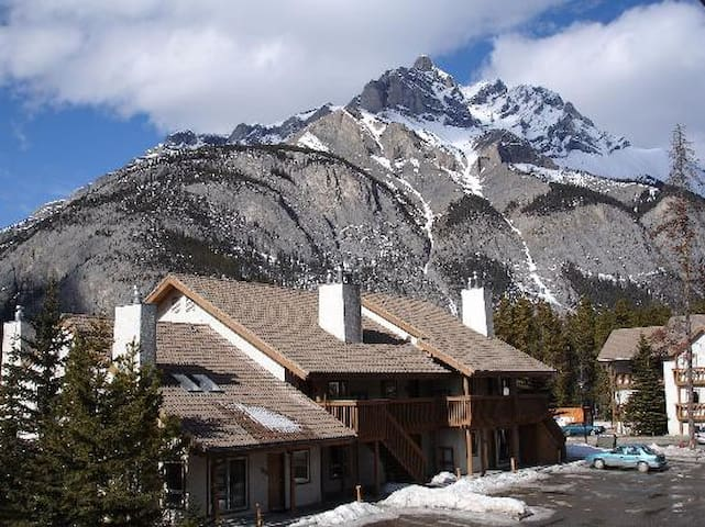 Banff Rocky Mountain Resort: 2-BR, Sleeps 6 - Banff - Kondominium