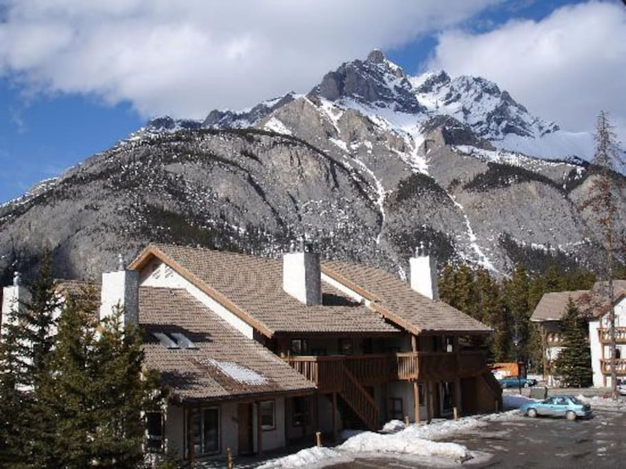 Banff rocky mountain resort 2 br sleeps 6 condominiums for Rocky mountain lodges