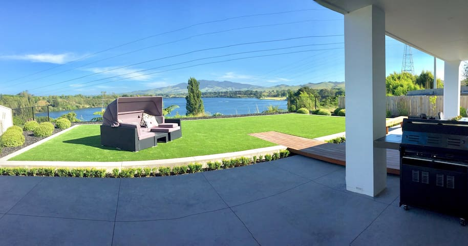 Lake View Karapiro, sleeps 7! - Cambridge - Ev