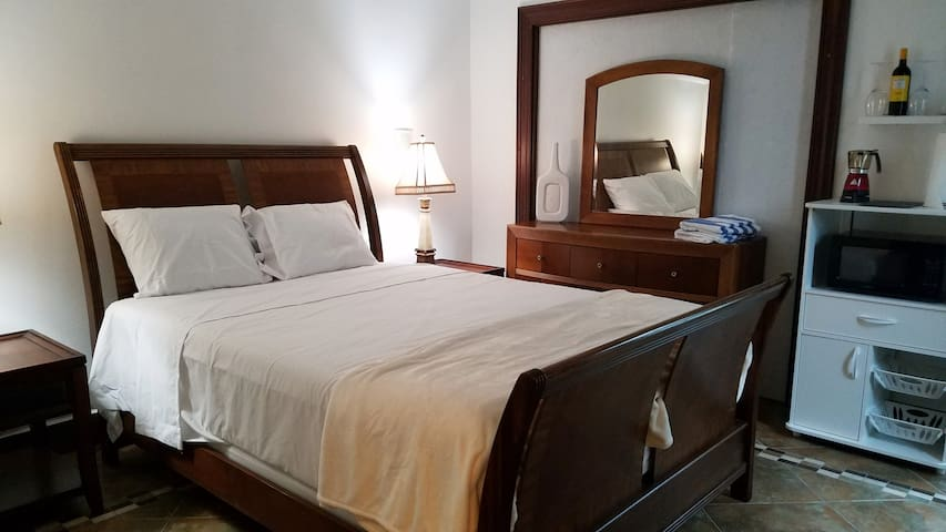 Caribbean Backyard - Private Bedroom