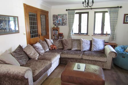 Cosy room in yeoman style house with inglenook - Royal Tunbridge Wells - House