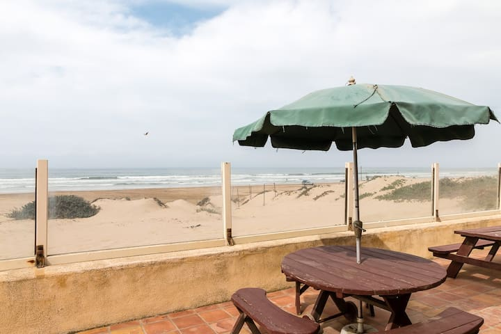 Oceanfront Home w/ Direct Beach Access - Oceano - Dom