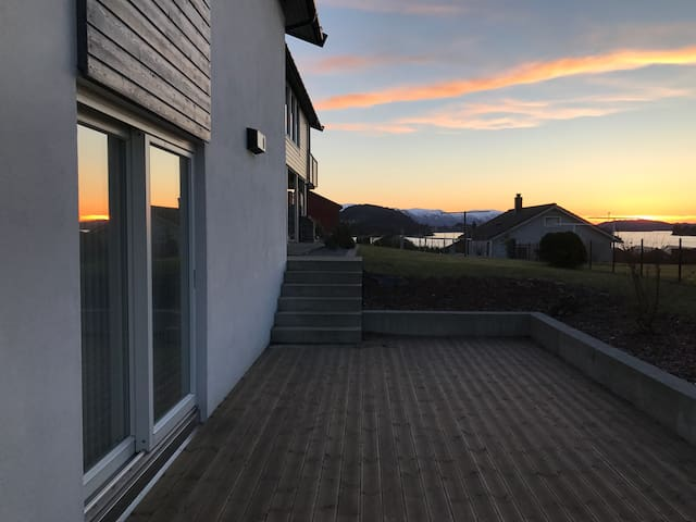 Two bedroom flat in the city - Ulsteinvik - Apartamento