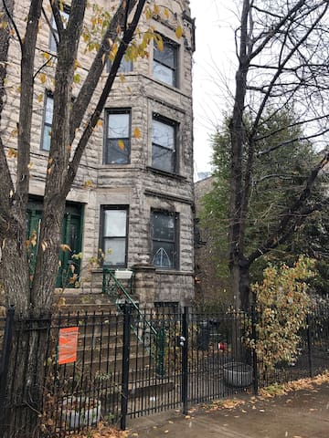 Cozy Apartment   It's located 2nd Fl rear  You will enter through rear door It has a den. Large kitchen area  1 bathroom and 1 bedroom.  It's has window air conditioner in bedroom.