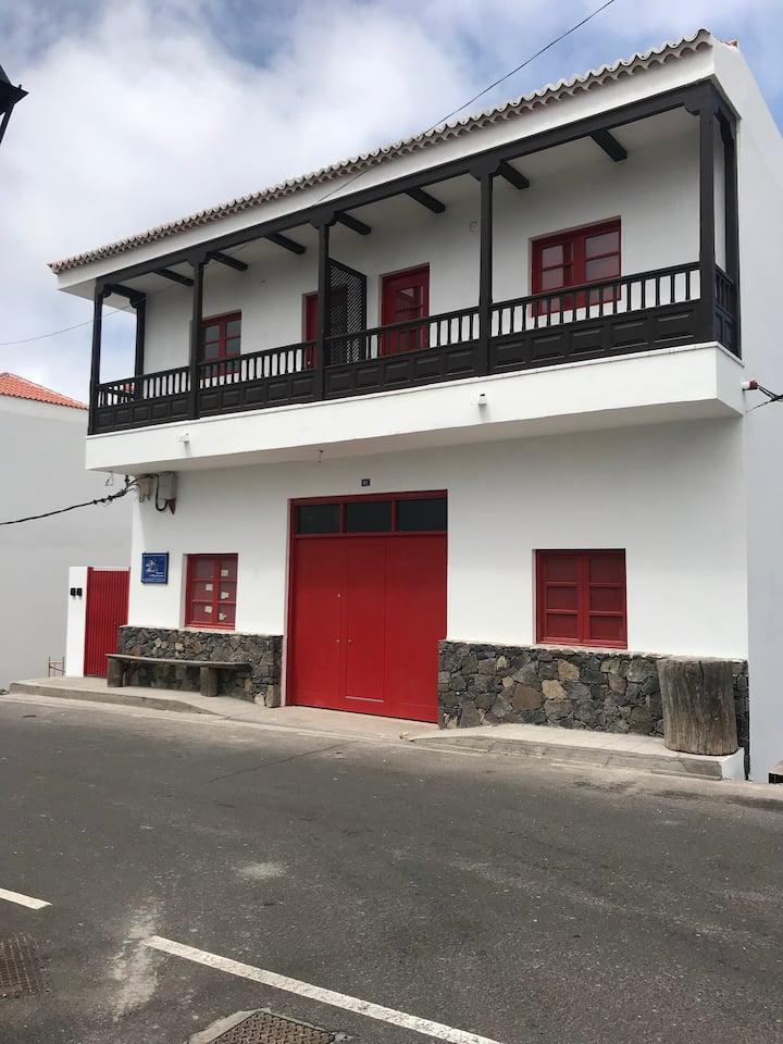 APARTAMENTO CON TERRAZA Y BALCON