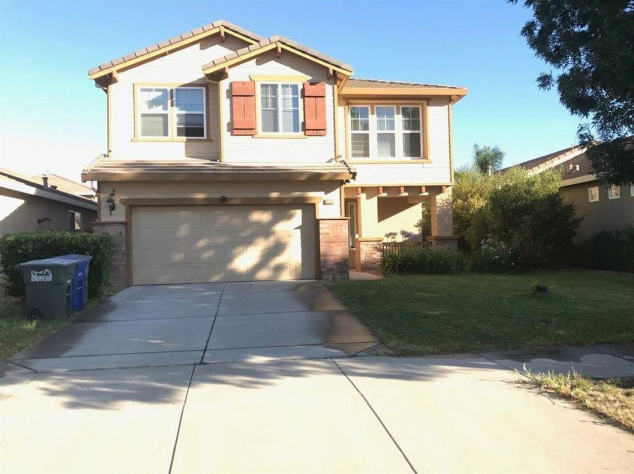 Beautiful large house with lots of space in a safe neighborhood.
