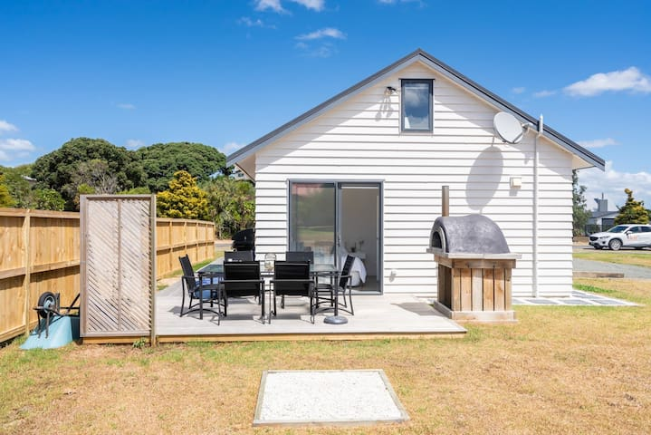 Magical Mini Getaway (Bach Stay Mangawhai)