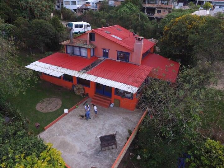 Casa Emiliano vía a la Calera