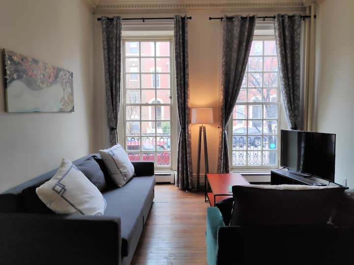 Spacious 2BR Bolton Hill Apt. MICA UB Hopkins UMMS