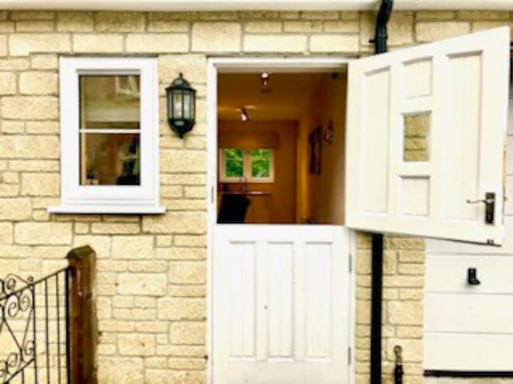 Hare Cottage Annexe. Beaminster. St Mary Well St.