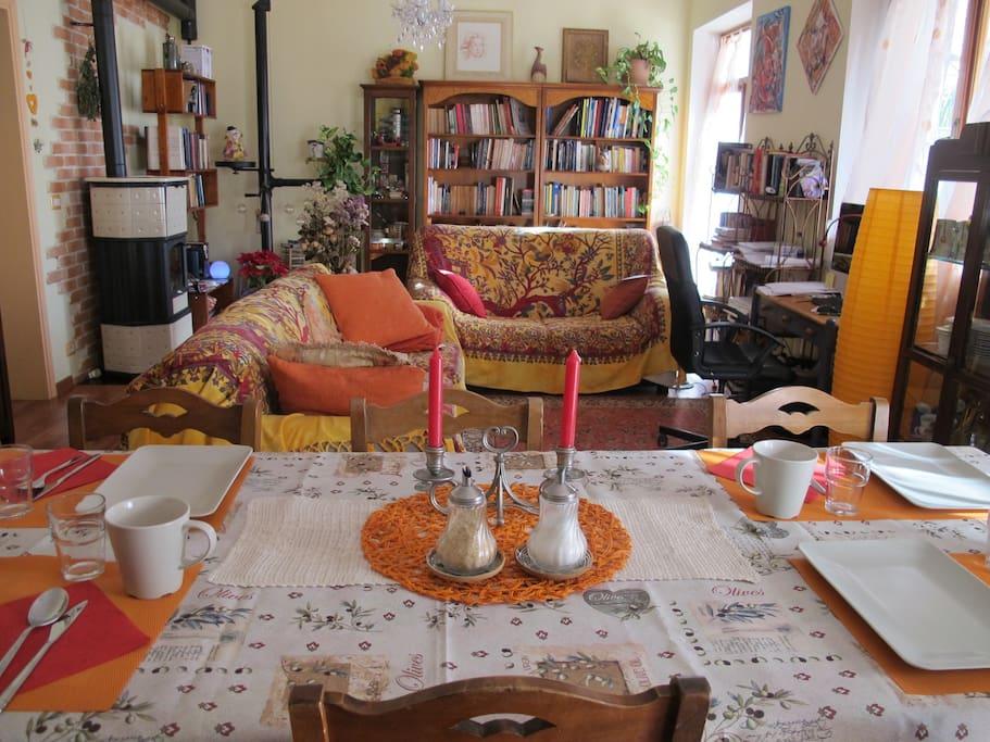 Il tavolo nello spazio relax