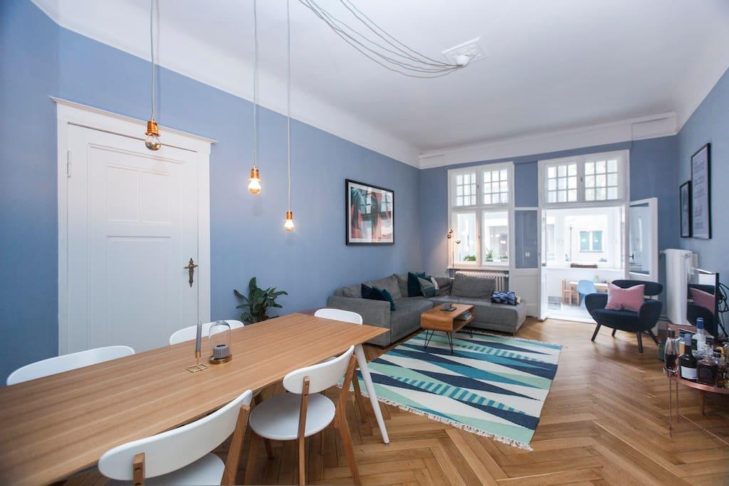 Livingroom / Dining table